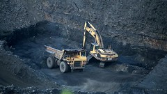 Pittsburgh Seam Coal (Video) (Photons of Days Past) Tags: cabinrunroad surfacecoalmine alleganycounty maryland frostburg canoneos7d video ef70300mmf456isusm cat caterpillar pittsburghcoalseam
