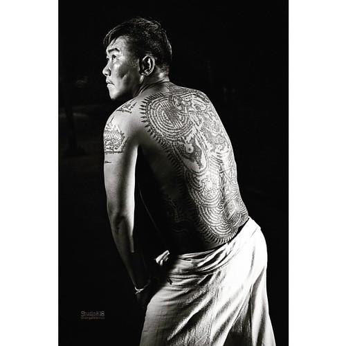 Tattoos by Sak Yant Master, Ajarn Meuk #orangemarcus #オレンジマーカス #iam_orangemarcus #studio838 #thai #yantra #sakyant #ajarnmeuk #sakyantmaster #tattoo #ajarn #ajahn #tattoos #tattooart #sakyantmagicaltattoo #sakyanttatoos #chaam #huahin #thaitattoo #sakyant