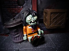 The Tragedy of Powell Street (ridureyu1) Tags: cavezombie knex plantsvszombies plants zombies popcapgames towerdefense zombieapocalypse undead jakkspacific toy toys actionfigure toyphotography sonycybershotsonycybershotdscw690