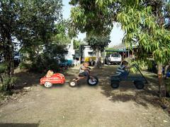 977 (dela7) Tags: duc977 downunderchallange977 wagon trike red radio ryder trailer boys girl trees car suv camper