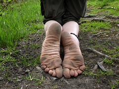 Tough soles (Barefoot Adventurer) Tags: barefoot barefooting barefeet barefooter baresoles barefoothiking barefooted barfuss wrinkledsoles anklet spring bluebells toughsoles texture woodland moss hiking healthyfeet happyfeet hardsoles