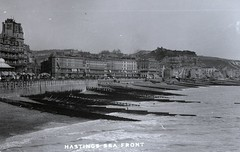 H00194 Hastings Seafront c.1905 (East Sussex Libraries Historical Photos) Tags: sea castle beach boat library hastings seafront shelter groyne palacehotel broderick glassplatenegative promenande carlisleparade robertsonstreetview