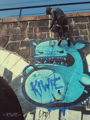 SLAVE AT WORK (THE KIWIE) Tags: street blue green art action character poland hanging slave bialystok kiwie
