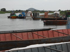 Juba port (vincentello) Tags: port river south sudan nile nil barge fleuve juba sudsoudan