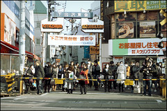 Crossing at Kitazawa Azumadori (Eric Flexyourhead) Tags: street city people urban japan japanese tokyo waiting crossing rail line   setagaya shimokitazawa oer odakyuline   setagayaku odakyuelectricrailway panaleica25mmf14 kitazawaazumadori leicadgsummilux25mmf14asph olympusem5
