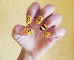 (Sarah Werneck) Tags: yellow nail bee abelha amarelo nails unhas nailart unha capricho esmalte clubedoesmalte