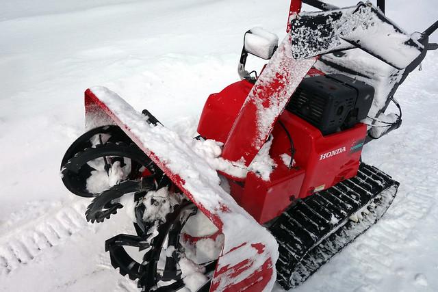 片隅に置いてあった除雪機です。|キープファームショップ