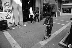 slice light (Martin Henrik) Tags: street light people canon kid streetphotography streetlife greece slice thessaloniki 2470mm28 5dmarkii