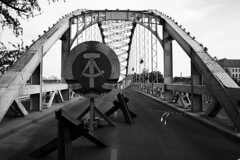 Werk XXII. Kossuth Hd (gambit03) Tags: bridge bw berlin blackwhite scene ddr sw brcke filming ff gdr hd raab westgermany germandemocraticrepublic ndk bundesrepublikdeutschland filmshooting dreharbeiten gyor kulisse gyr schwarzweis deutschedemokratischerepublik feketefehr dszlet filmforgats rvfalu nszk kossuthhd themissionary