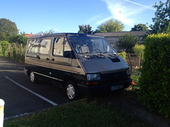 Renault Trafic I ex- corbillard 4104 WX 37 - 17 mai 2013 (Rue de Chantepie - Joue-les-Tours) (Padicha) Tags: auto new old bridge france water grass car station electric truck river french coach ancient automobile eau indre may police voiture ruine cher rest former 37 nouveau et loire quai franais nouvelle vieux herbe vieille ancienne ancien fleuve nationale vehicule lectrique reste gendarmerie gazon indreetloire franaise pave nouveaut vhicule utilitaire restes vgtalise letramdetours padicha