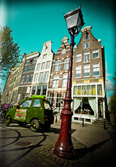 Green Car on the Keizersgracht (Michael Shoop) Tags: holland green netherlands car amsterdam streetlamp thenetherlands keizersgracht greencar michaelshoop