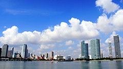 Miami Waterfront (L. Felipe Castro) Tags: city usa modern town us photographer waterfront florida miami unitedstatesofamerica fl fotografo luizfelipecastro luizfelipedasilvadecastro