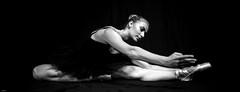 Ballerina... (lichtflow.de) Tags: ballett blitz canon eos5dmarkiii festbrennweite kunstlicht model pauline portait shooting lowkey