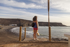 The last day. (www.rojoverdeyazul.es) Tags: fuerteventura islas canarias canary islands autor lvaro bueno el puertito de los molinos mar sea playa beach atardecer sunset ella she girl chica