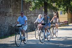 """""""Tutti in bici"""" (Antonio Casti) Tags: casty toscana street ragazze famiglia lucca italia pedalare bicicletta italy viaggio it"""