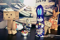The Danbos and the Smarties-Easter bunny (generalstussner) Tags: easter chocolate smarties adventures ostern mischief caught drill erwischt happyeaster froheostern danbo danbos danboard
