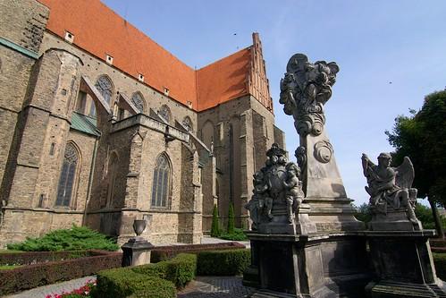 Barokowa kolumna Trójcy Św (1729) na Pl. Kościelnym w Strzegomiu