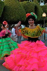 Soundsational-Flower Dancers (thelesliebelle) Tags: disneyland disney entertainment soundsational mickeyssoundsationalparade donaldsfiestafantastico
