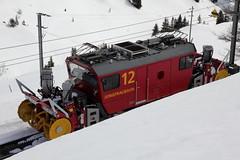 Neue Schneeschleuder der Jungraubahn auf der kleinen Scheidegg in den Alpen - Alps im Berner Oberland im Kanton Bern in der Schweiz (chrchr_75) Tags: train de tren schweiz switzerland  suisse suiza swiss sneeuw eisenbahn railway zug sua april locomotive neige christoph svizzera blazer chemin centralstation sveits fer locomotora tog snowblower juna 1304 lokomotive lok sviss ferrovia zwitserland sveitsi spoorweg suissa locomotiva lokomotiv ferroviaria  locomotief chrigu  szwajcaria rautatie   2013 schneeschleuder souffleuse schneefrse zoug trainen spazzaneve  chrchr hurni chrchr75 chriguhurni april2013 albumbahnenderschweiz chriguhurnibluemailch albumbahnenderschweiz2013162