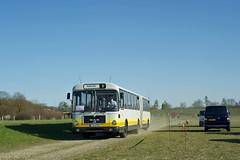 Die Austellungsbesucher haben den Bus verlassen, nach einer großen Runde um das Parkplatz-Gelände geht es nochmal zurück zur Messe. Dort warten schon neue Fahrgäste auf den OCM-Bus (Frederik Buchleitner) Tags: man bus munich münchen shuttle messe omnibus shuttlebus bauma gelenkbus ocm messemünchen sg240h omnibusclub omnibusclubmünchenev mxa4498h