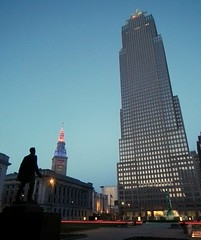 Abraham Lincoln Statue on the Cleveland Mall (Erik Daniel Drost) Tags: life morning ohio building tower fountain statue skyline skyscraper buildings key cleveland towercity abrahamlincoln eternal terminaltower keytower towercitycenter warmemorialfountain fountainofeternallife clevelandmall