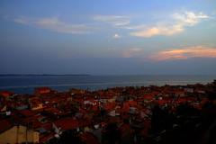 Piran (4) / Eslovenia / Slovenia (Ull mgic) Tags: piran istria eslovenia slovenia adriatic adritico mar postadesol capvespre atardecer sunset cel cielo nvols nubes nucliantic edifici teulades cases fuji xt1