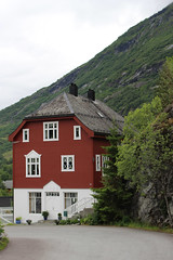 Traditional-Style Red House, Hellesylt, Norway (2) (Phil Masters) Tags: norwayholiday norway hellesylt 14thjuly july2016 redhouse storfjord storfjorden sunnylvsfjorden