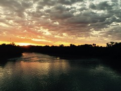 I  Where I Live (Rantz) Tags: rantz mobilography 365 roger doesanyonereadtagsanymore mobilographypad2016 psad2016 darwin northernterritory sunrise cloud rapidcreek clouds