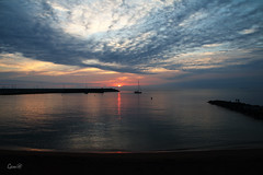 En calma (lesxanes) Tags: amanecer sunrise seascape beach playa arena cielo sand sky coast nubes clouds asturias espaa spain chip barco luanco