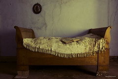 His last story (Tamara de Koning) Tags: bed canon old forgotten eery spooky eng abandoned decay book boek read simple bedroom story dream lonely
