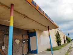 September 17, 2016 - Photo 7 (Cell Phone) (h20series) Tags: columbus columbusohio mrbills mrbillsbowlingcenter mrbillsbowlinglounge mrbillsbowlinglanes mrbillslanes northlinden northernlights linden decay urbandecay urbanexploration urbex closed entrances
