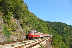 Fast Train Service in the Gorge (Krali Mirko) Tags: bdz train electric locomotive skoda 68e4 45 159 45159 thompson bulgaria railway