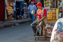 Handful of Cash (AdamCohn) Tags: man money market cash mercado granada nicaragua mercato moneychanger adamcohn wwwadamcohncom