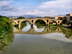 Puente de la Reina ~ EXPLORE (Kat-i) Tags: bridge reflection water spain wasser santiagodecompostela brcke spiegelung jakobsweg spanien pilgrimageroute puentedelareina riverarga flussarga