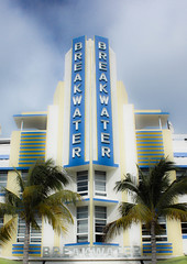 Deco Hotels of South Beach 8 (wamcclung) Tags: sign architecture 1930s miami moderne signage artdeco hotels deco southbeach architecturaldetails