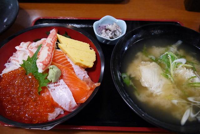 お店がたくさんあって、迷った末「ヤン衆料理 北の漁場」とい。|北の漁場上田物産2号店