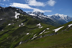 Col et chemin de contrebande... Pass and smuggler's path.... (CHAM BT) Tags: montagne col frontiere passage vert neige chemin sommet montblanc vallee refuge tourdumontblanc chalet mountain pass border green snow path summit valley hut walking hiking rando france swiss