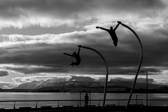 Puerto Natales (Medigore) Tags: blancoynegro byn 50mm canont3i chile medigore calle blanco negro monocromtico profundidad sombras esculturas y interior nieve ciudad agua aire libre litoral patagonia puerto natales