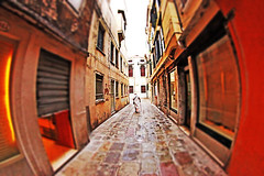 You can fall in love at any age. (kirstiecat) Tags: venice venizia venise fisheyelens italy italia woman man romance reflection architecture canon street