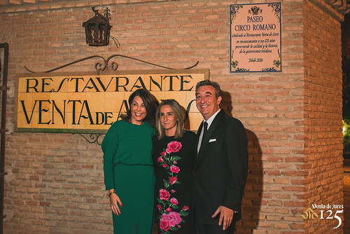 Cuca Díaz de la Cuerda, Milagros Tolón y José Luis Humanes. Restaurante Venta de Aires de Toledo