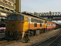 SRT 4048 at Bangkok Hualamphong (Barang Shkoot) Tags: bangkok railway locomotive narrowgauge srt rsr hualampong shovelnose rotfai thairailways metregauge