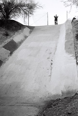 scurred (kigbot) Tags: arizona bw film 35mm skateboarding gates skating hell cv rf cosinavoigtlander gatesofhell voigtlanderbessar2 colorskopar35mmf25