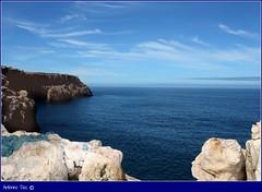 """""""Beber"""" o mar (antoninodias13) Tags: portugal azul faro mar algarve maresias rumor falésias carrapateira contemplação pescalúdica pontaldacarrapateira mygearandme rememberthatmomentlevel1 rememberthatmomentlevel2 rememberthatmomentlevel3"""