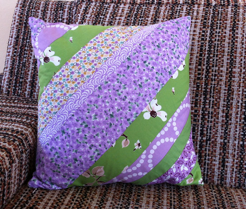 a spring birthday pillow for my mom!