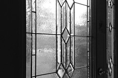 18.52 :: the hunt (elizabetht) Tags: door blackandwhite bw house sigh ohwell catchingup 1852 52weeks frontdor 2013 gottastartsomewhere sodifferent 52weeksofnocolor spring2013 tryingtogetbetteraboutpostingphotos noticethecutelittlenoteaboutnotlettingthecatsout wedidntseethemthough ithadapoolwhichisnotsomethingwewerethinkingtoget butmoreimportantlyasecondfamilyroomonthegroundlevelplusacoveredporchupstairsandawonderfulsunroomonthegroundlevel dansreallynottookeenonthreeacresanyway becausehesjustpicturinghowlongitdtaketomowthatmuchproperty seriouslyyouguysthehousesandareaswerelookingatnowaresodifferentfromwhatitslikeonlyanhourawayattheshorewhereigrewup