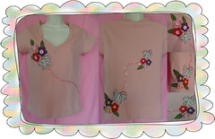 Voo borboleta (Atelier da Piccollina) Tags: flores borboleta feltro patchwork camiseta blusa patchcolagem patchaplique