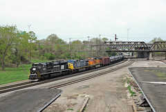 NS1073ToledoOH5-4-13 (railohio) Tags: ns trains toledo ohio d90 050413 norfolksouthern penncentral heritageunit 1073 sd70ace bridge station signals 64r martinlutherkingjrplaza
