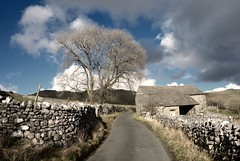 This old road (plot19) Tags: yorkshire dales sky blue limestone landscape old house sony rx100 wall north northern national park plot19 photography england english road