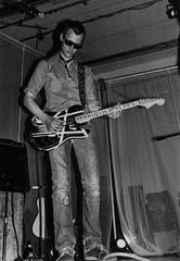 PEM-UNG-00010 Johnny Hansen, gitarist i tromsøbandet Den ellevte finger