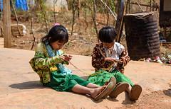 Making a chain (JohannesLundberg) Tags: two burma karenni expedition child kayan myanmar kayanlahwi kayah kayahli padaung redkaren myanmarburma mm